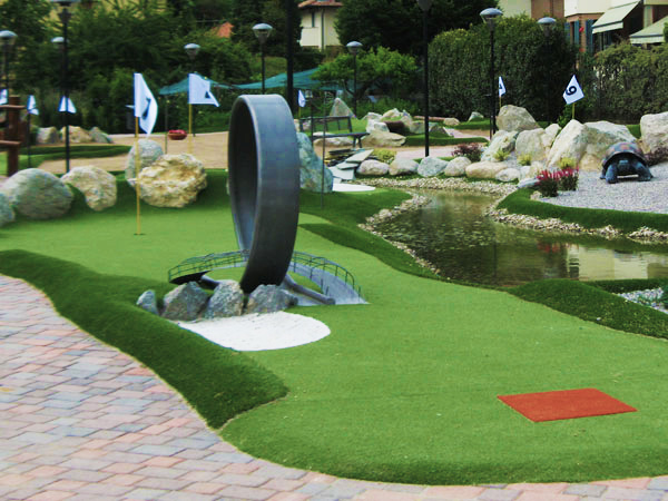 Garden Art - adventure golf